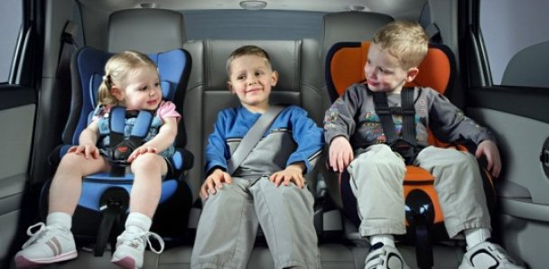 Как правильно перевозить ребенка в авто и зачем нужно спецкресло