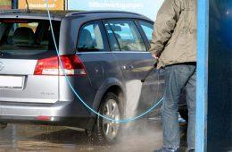Мыть или не мыть? Насколько вредна автомойка в морозы