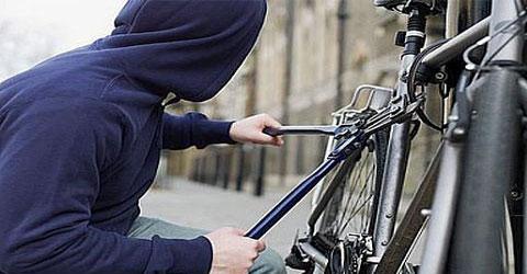 В Смоленской области вор оставил женщину без велосипеда и колёс