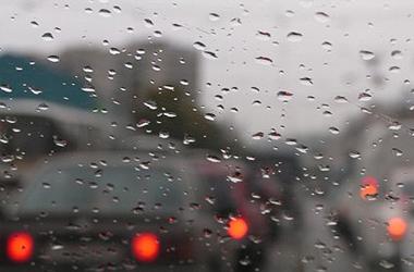 Как вести автомобиль во время дождя и после