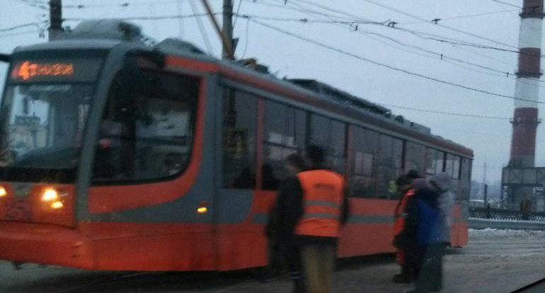 В Смоленске у вокзала трамвай сошёл с рельсов