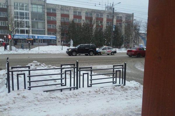В Смоленске автомобиль такси въехал во внедорожник