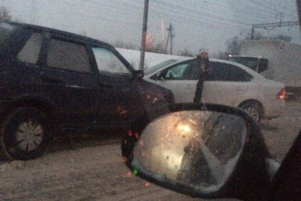В Смоленске Московское шоссе стало в пробку из-за ДТП