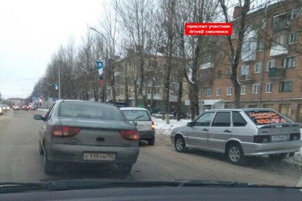 В Смоленске тройное ДТП перегородило движение на улице Николаева