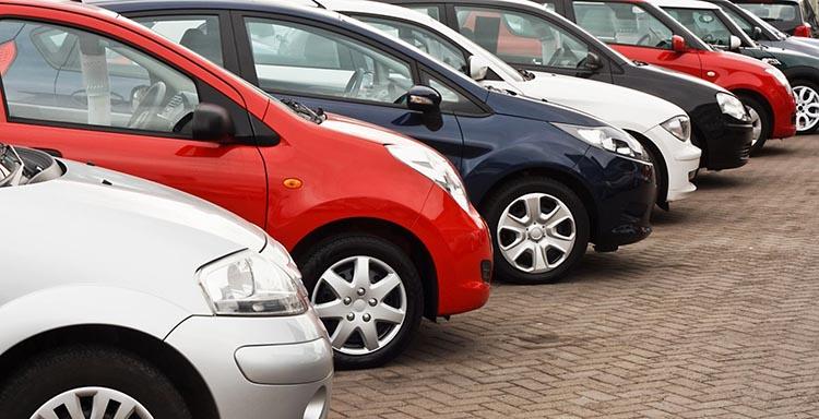 Какой автомобиль купить за 300000 рублей в 2017 году