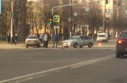 В Смоленске «Фольксваген» и «четырнадцатый» ВАЗ столкнулись возле СИЗО