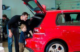 Депутаты предложили использовать материнский капитал для покупки машин