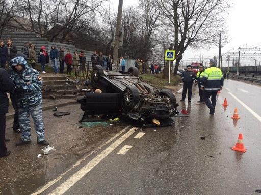 В Смоленске в опрокинувшейся «Ладе Гранта» погибли водитель и пассажир