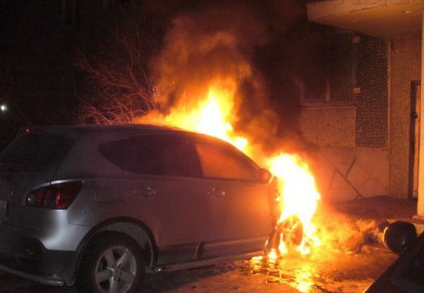 В Смоленске ночью сгорела иномарка