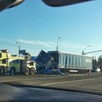 На смоленской трассе утром столкнулись два автомобиля