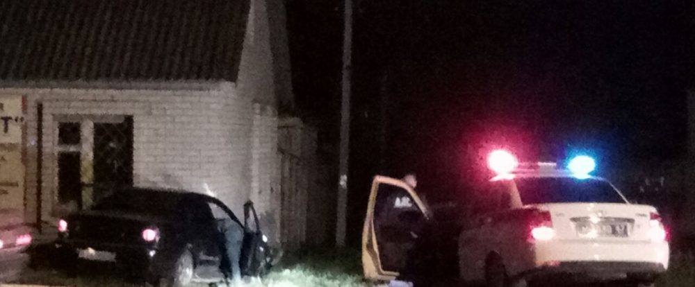 Очевидцы: виновник ДТП в Сафонове был пьян и скрывался от полиции