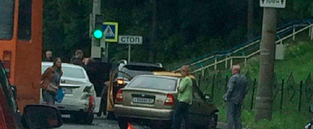 В Смоленске произошло ДТП с участием четырёх авто