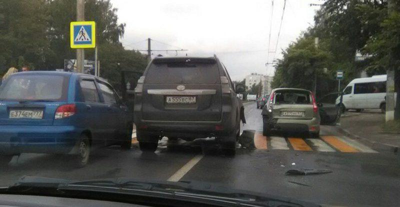 В Смоленске Тойота протаранила «Ладу Калину»