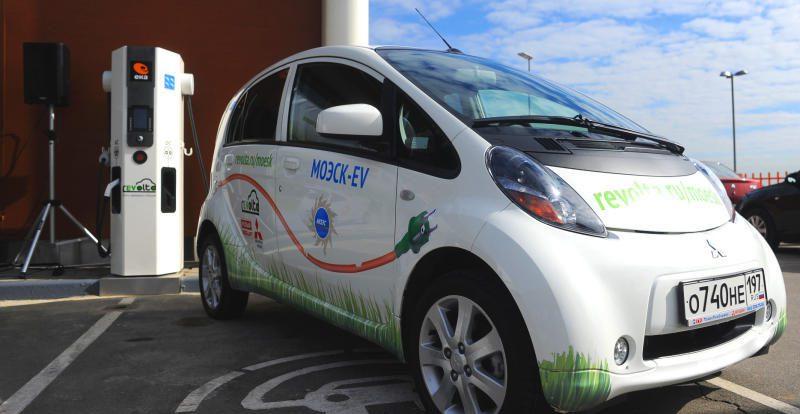 Для электромобилей могут сделать специальные парковочные места