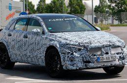 Mercedes вывел на тесты GLA нового поколения