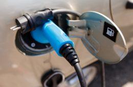 К зарядным станциям для электромобилей в РФ разработают единые требования