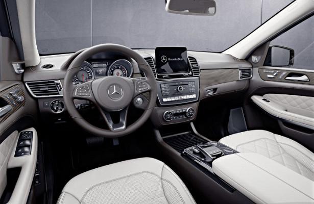 Mercedes выпустил люксовое авто скожаным салоном ивелюровым полом