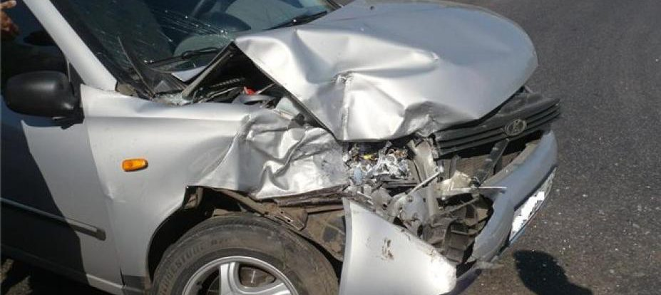 В Смоленской области водитель «Калины» врезался в грузовик