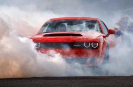 Три экземпляра Dodge Challenger Demon попали на Хэллоуин в мистическую историю