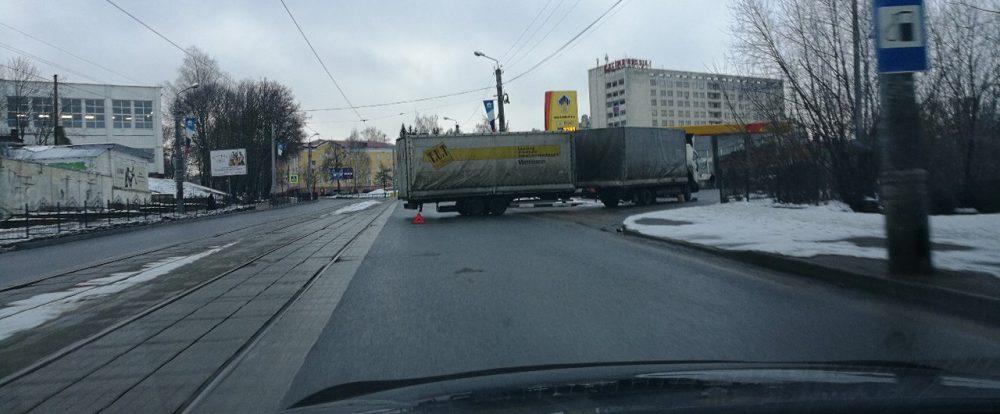 В Рославльском районе водитель спровоцировал ДТП, выехав на «встречку»