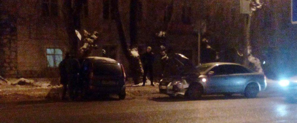 В Смоленске на спуске с Большой Советской пострадал Mercedes