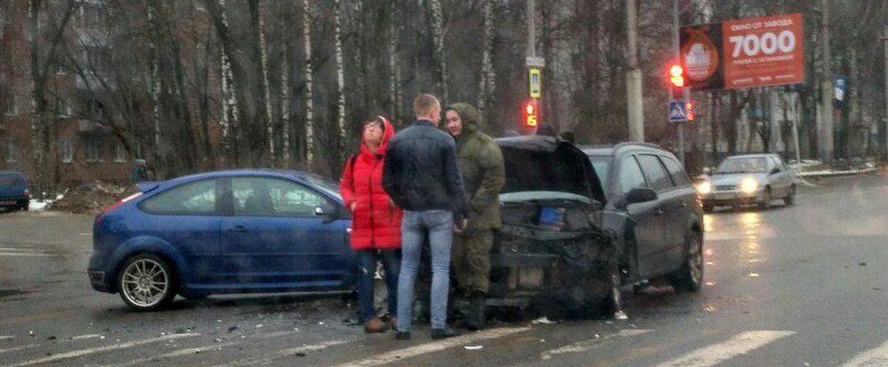 В Смоленске разбились Ford Focus и Opel