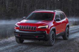 Рестайлинговый Jeep Cherokee получил новый мотор