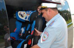 Смоленских водителей проверяют на соблюдение правил перевозки детей-пассажиров