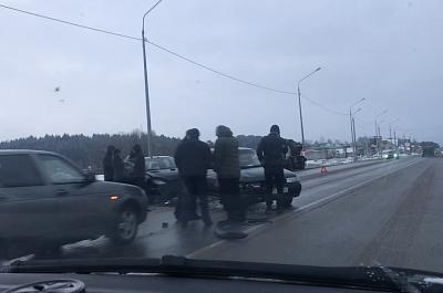 На Витебском шоссе столкнулись три автомобиля