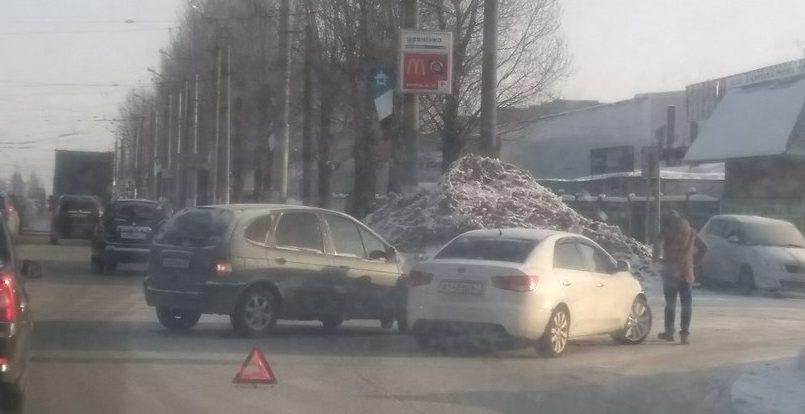 Утренняя авария с общественным транспортом спровоцировала транспортный коллапс