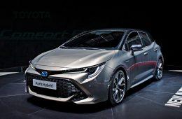 Хэтчбек Toyota Auris сделал ставку на гибридные установки