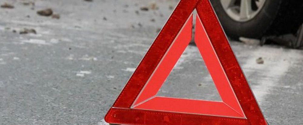 В Смоленске «Нива» наехала на дорожный указатель