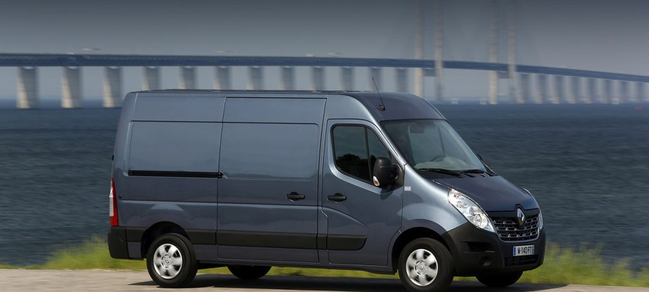 Три фургона Renault Master приглашены на внеплановый сервис