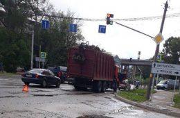 В Смоленске «Камаз» врезался в Kia