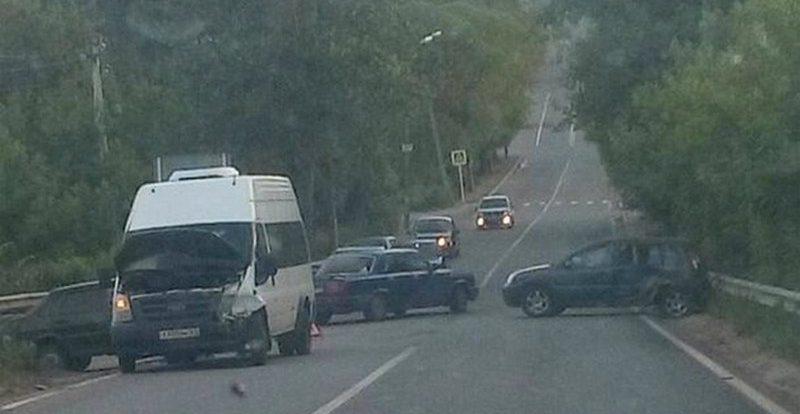 В Смоленске произошло ДТП с маршруткой и двумя иномарками