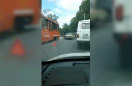 На Коммунаре в Смоленске произошло серьезное ДТП с участием мотоциклиста