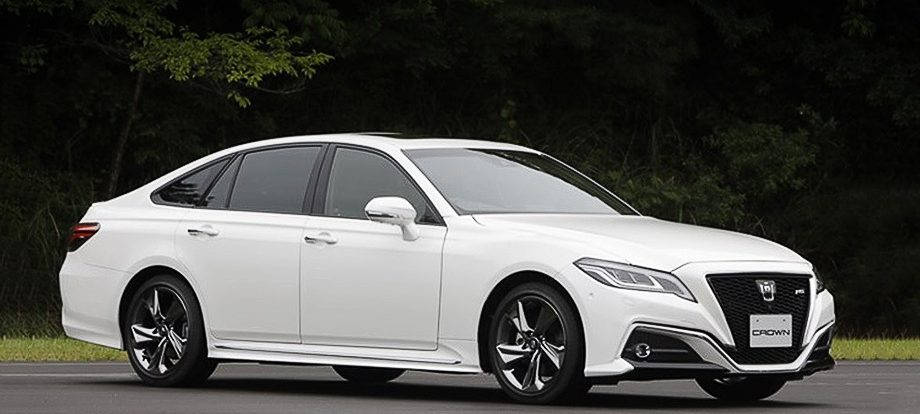 Новый седан Toyota Crown получил две гибридные установки