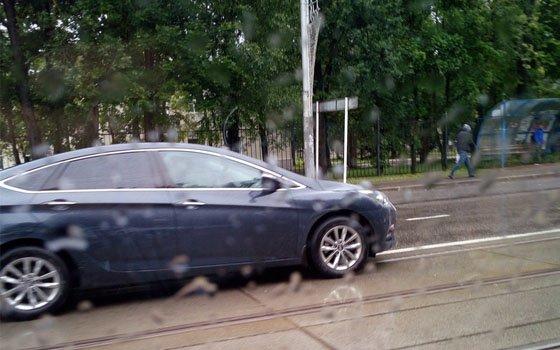 В Смоленске на Фрунзе Hyundai вступил в «битву» с машиной скорой помощи