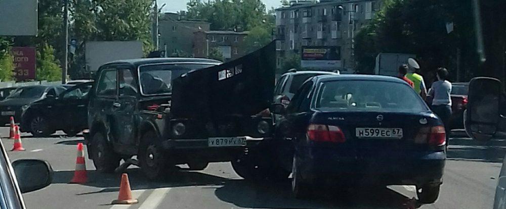 На Шевченко в Смоленске в ДТП попали семь автомобилей