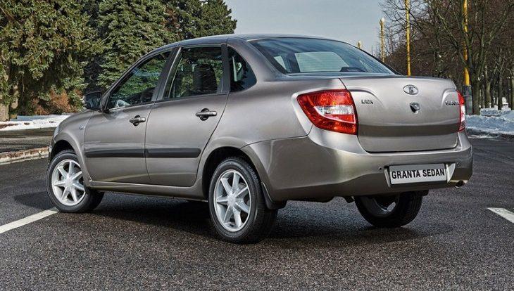 У АвтоВАЗа отсудили почти миллион рублей за ржавеющую «Ладу Гранту»