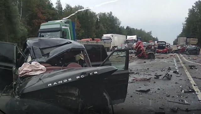 Страшная авария попала на видео: на Минском шоссе машину разорвало на куски