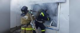 В Дорогобуже сгорели два строения и автомобиль