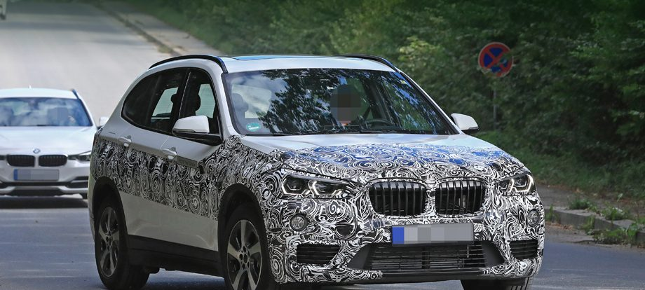Обновлённый кроссовер BMW X1 подождёт весны