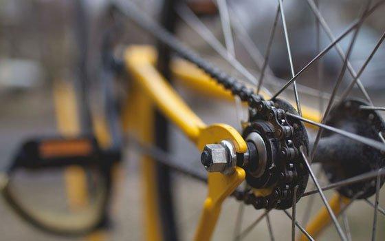 Инцидент в Угре: велосипедист угодил под «ВАЗ»