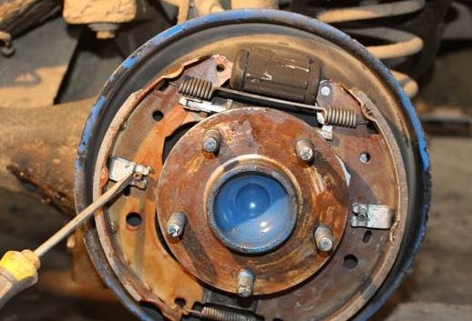 Замена тормозных колодок на автомобиле своими силами