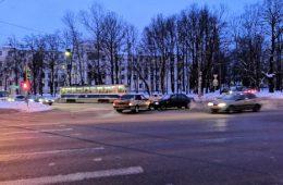 На улице Фрунзе в Смоленске столкнулись две «легковушки»