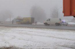 Грузовик протаранил автобус на трассе в районе Ярцево