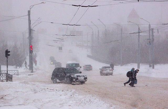 Лобовое столкновение затруднило движение на одной из дорог в Смоленске