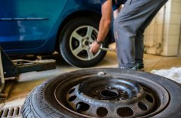 Неизвестные разрезали колеса Nissan Qashqai в микрорайоне Южный в Смоленске
