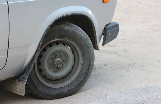 Хозяина автосервиса в Смоленске подозревают в краже машины клиента